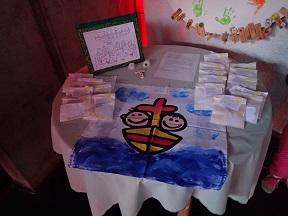 Tisch für Kirche mit Kindern