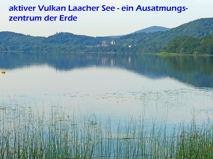 Der Laacher See ist ein aktiver, derzeit jedoch ruhender Vulkan mitten in Deutschland.