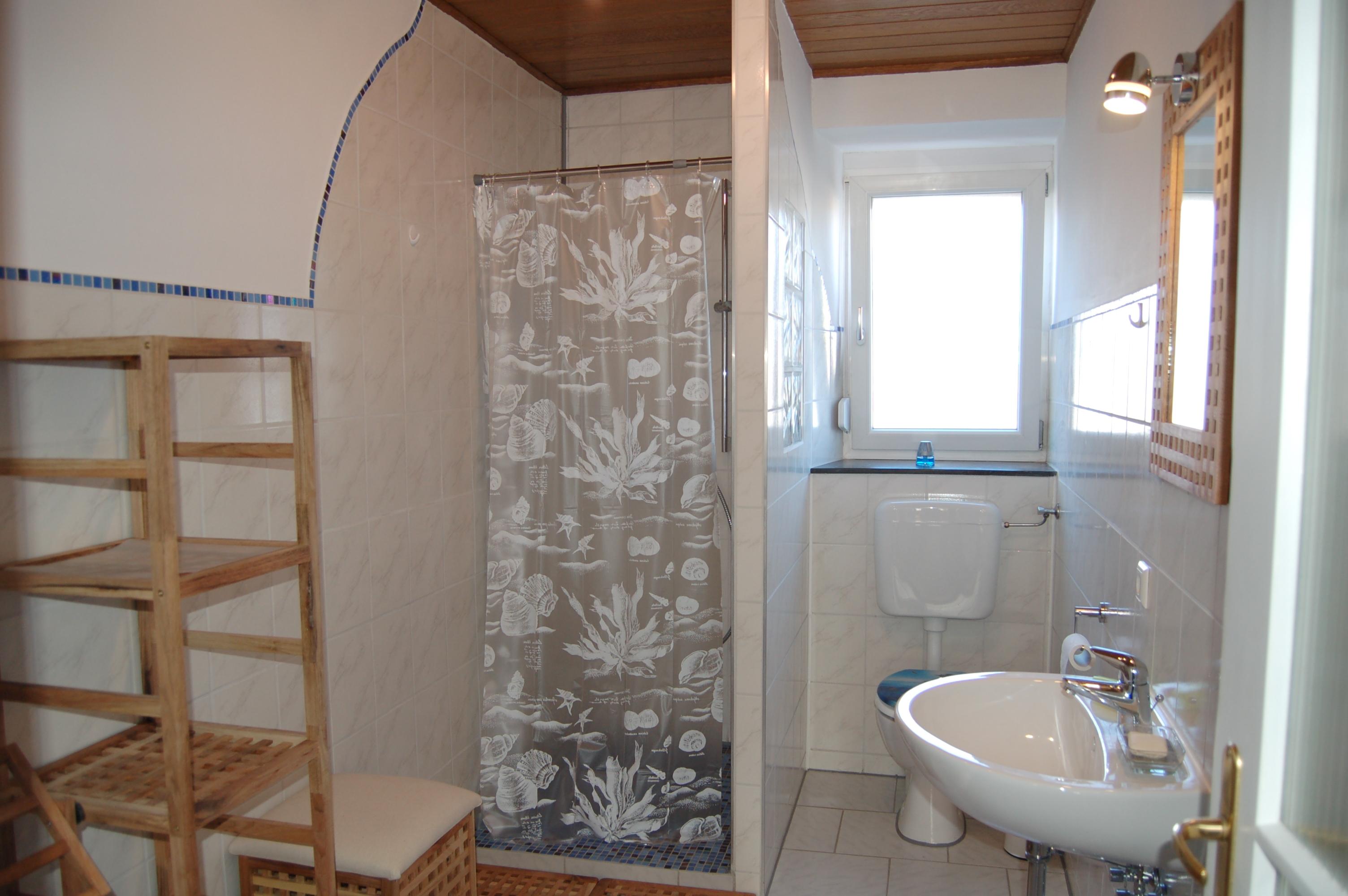 Eines unserer geräumigen Badezimmer