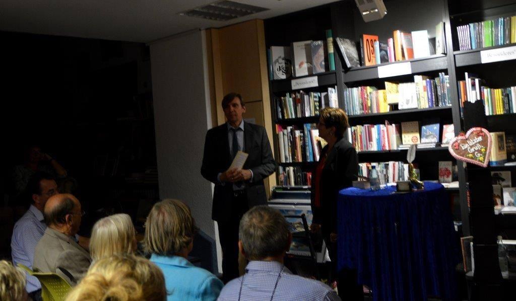 Michael Sacher begrüßt das Publikum