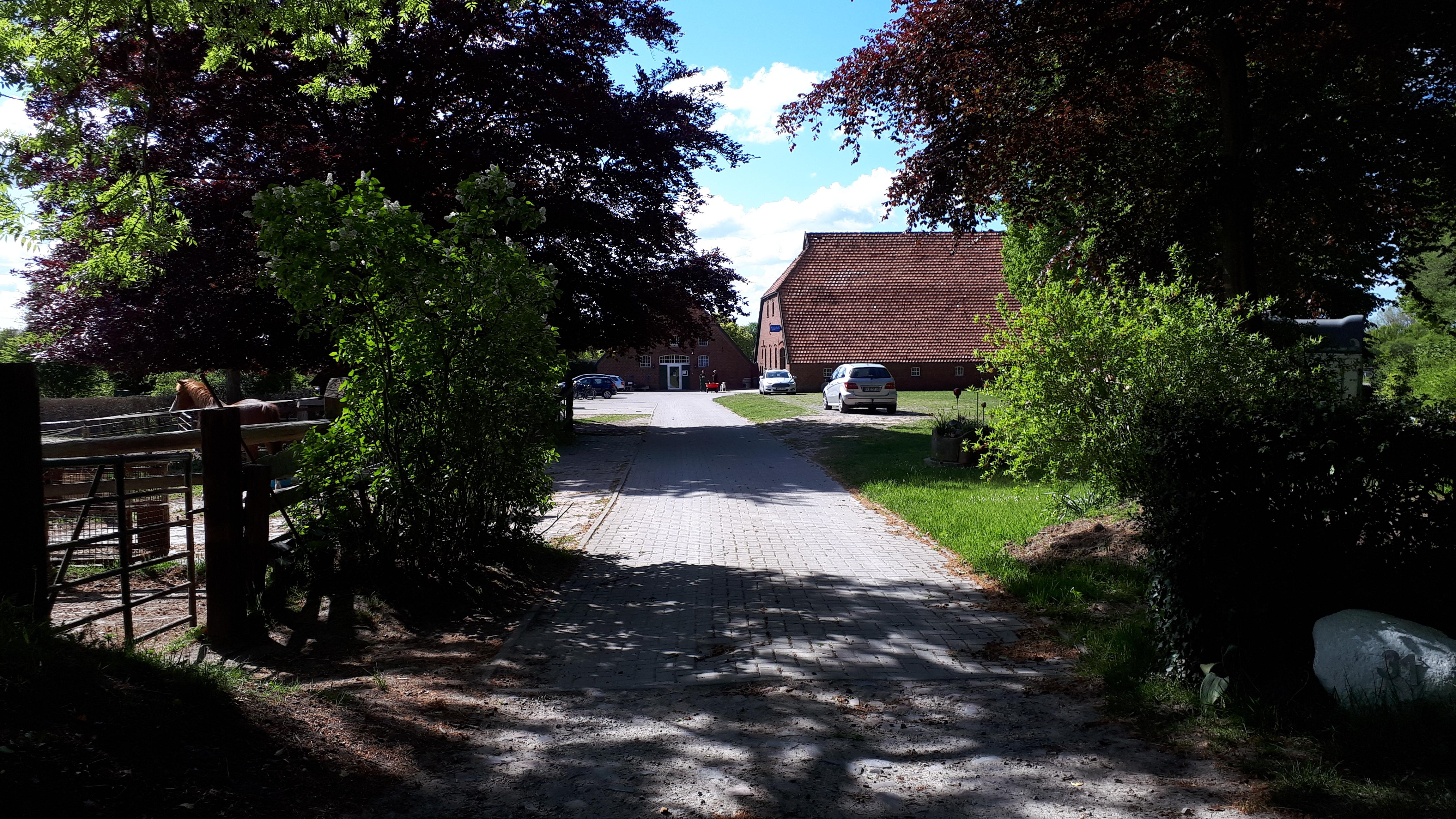Blick von der Hofeinfahrt