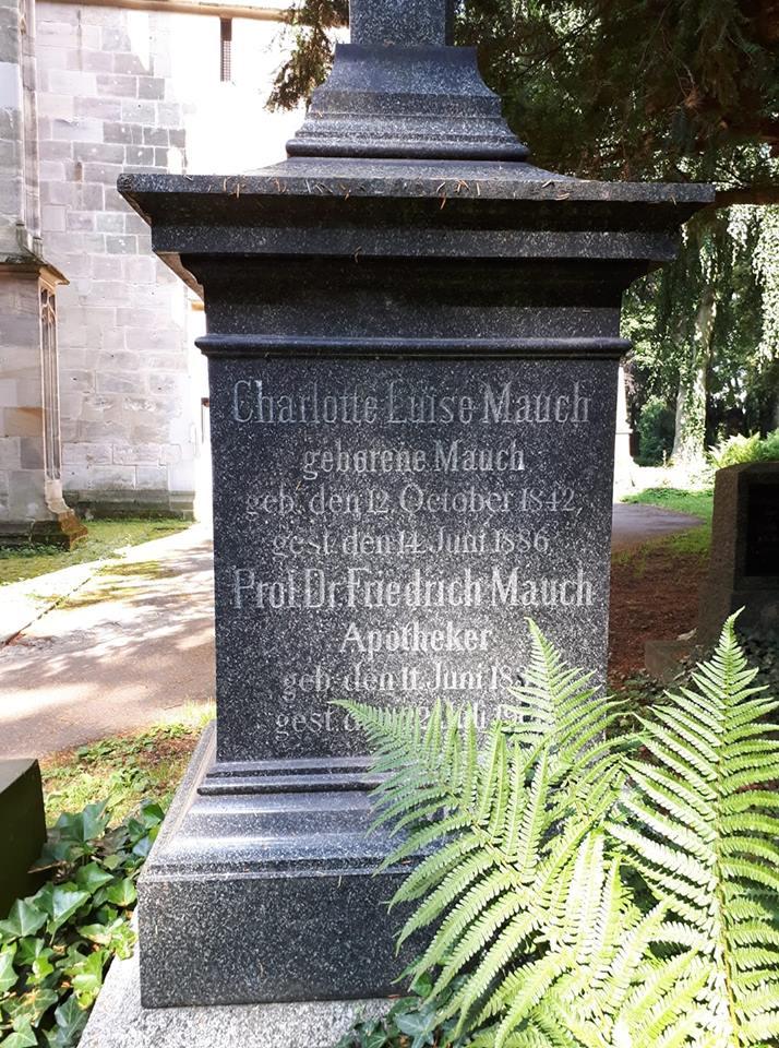 Grabstein Friedrich Mauchs auf dem Oberhofen-Friedhof  im Juni 2018 © Melli Bäurle