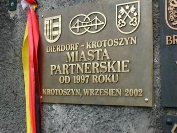 Partnerschaftstafel am Krotoszyner Rathaus
