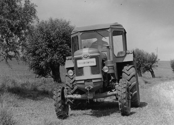 Versuchsfahrzeug Famulus 60 ohne Allrad mit Wetterdach