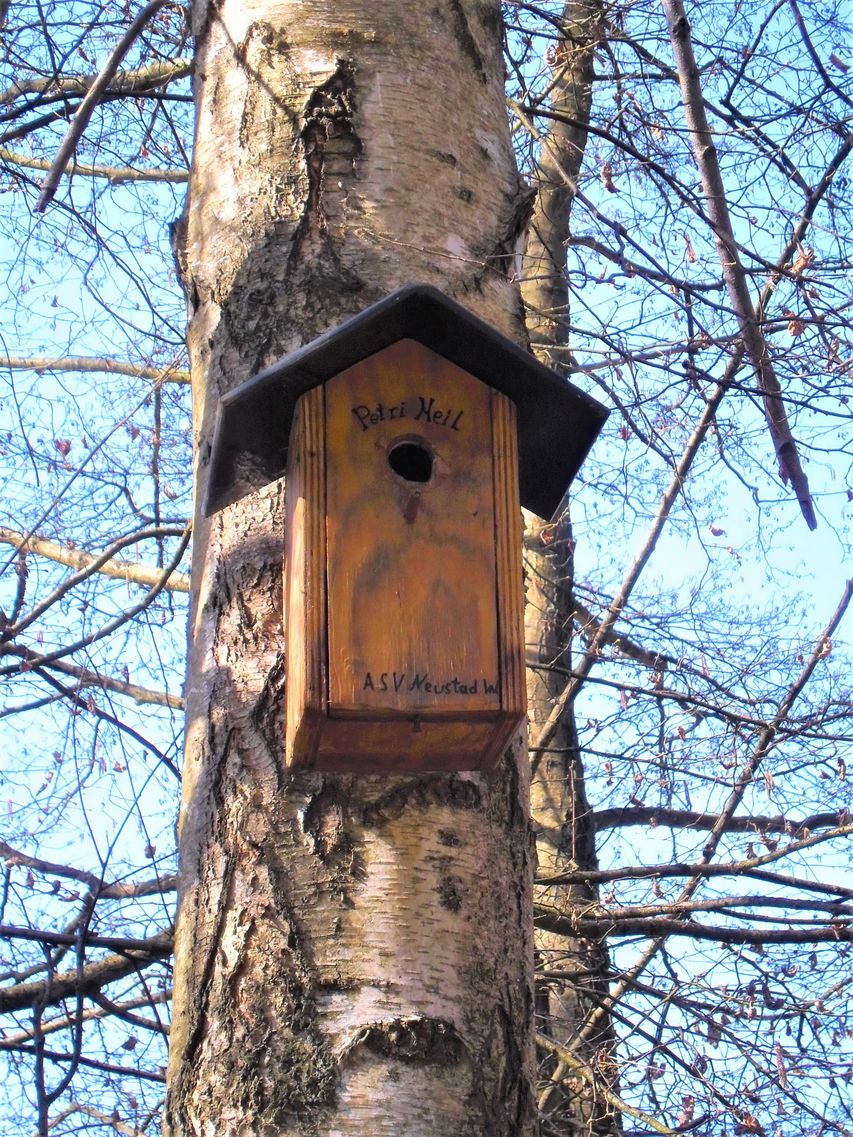 Vogelhaus mit Adresse