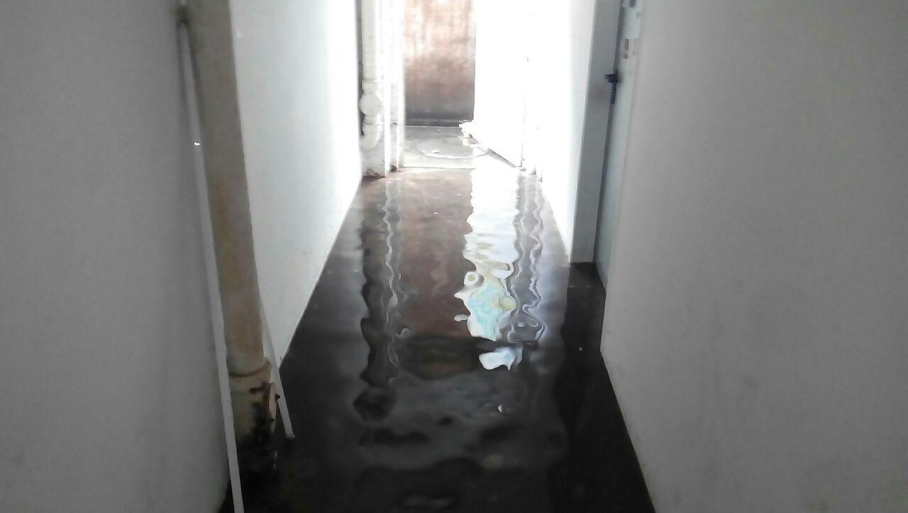 Kellerflur unter Wasser
