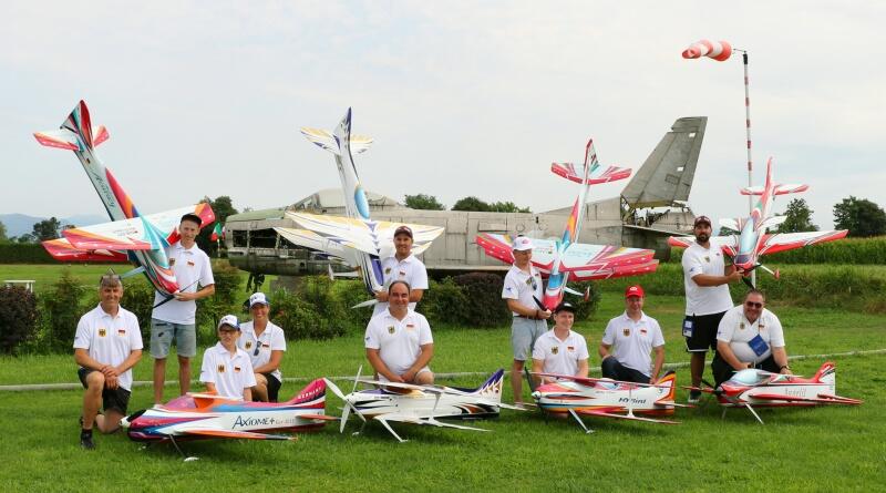 Das Deutsche Nationalteam mit Helfern und Supportern