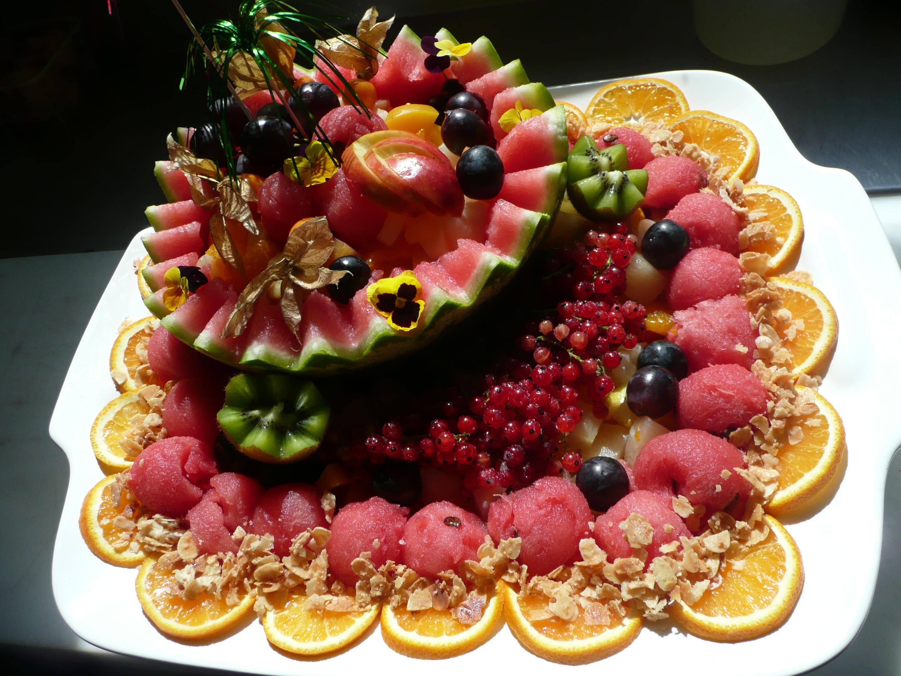 Obstsalat in Melone