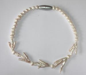 """Perlenkette mit """"Krähenfüßen"""""""