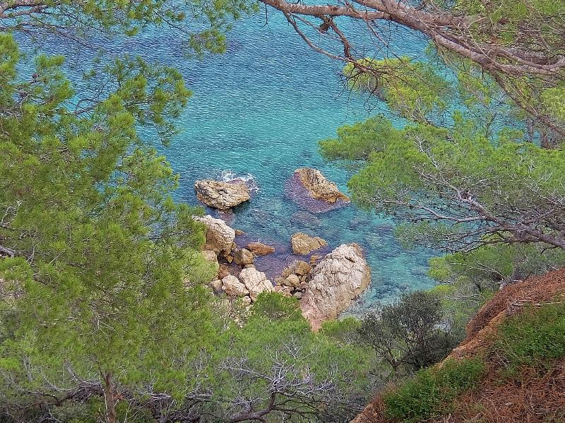 Tief unter uns liegt das Mittelmeer