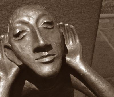 DER HÖRENDE Bronzefigur von Toni Zenz Pax Christi Kirche Essen