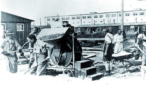 Münchner Juden bauen 1940 das Barackenlager Milbertshofen. Ab demFrühjahr 1943 von BMW als Fremdarbeiterlager für verheiratete Fremdarbeiter genutzt, die vorher im Harthof wohnten.