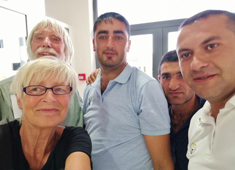 Selfie mit den netten Herren vom Versicherungsbüro
