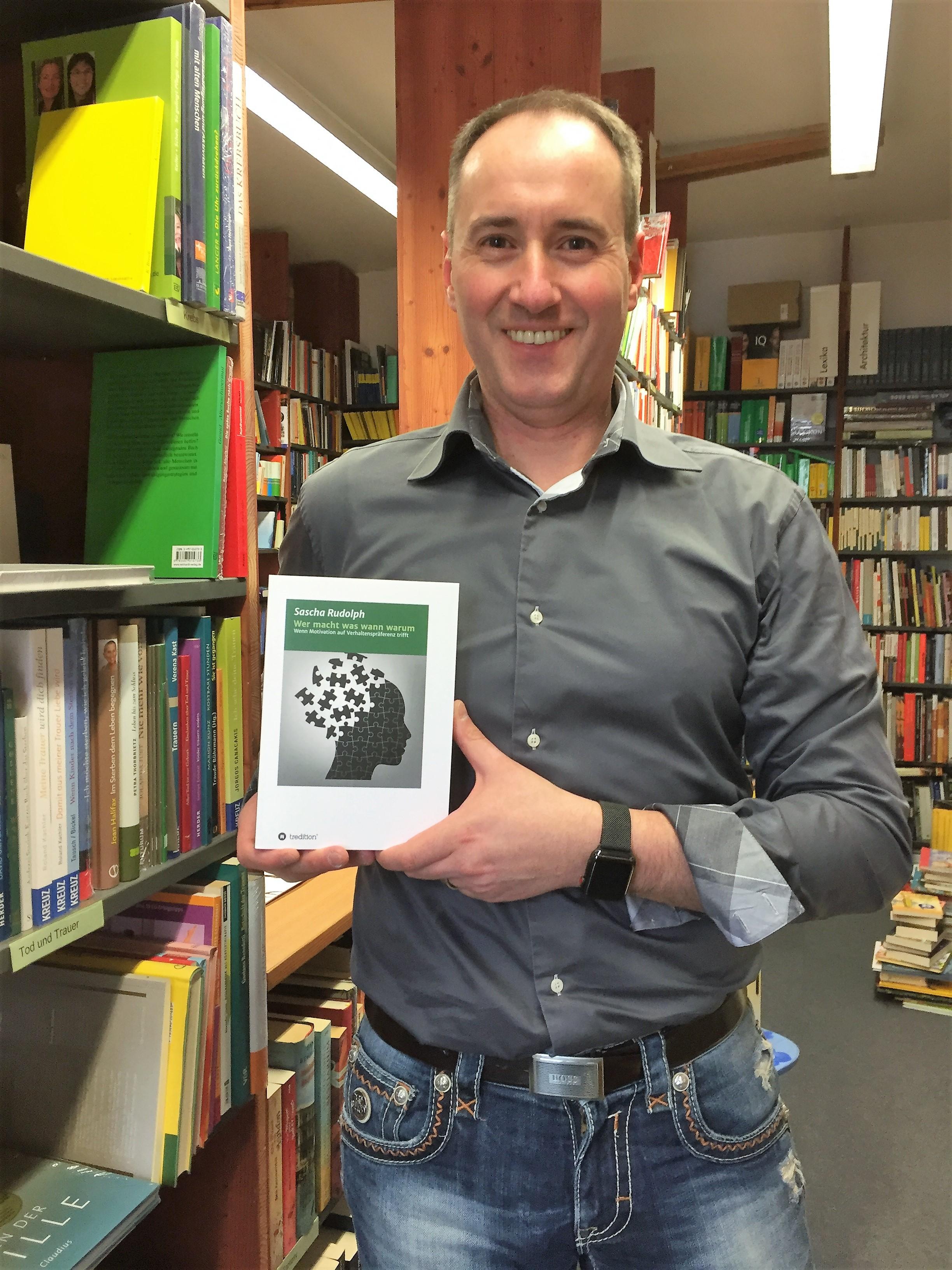Der Autor Sascha Rudolph bei der Buchpräsentation in der Buchhandlung Burkhart